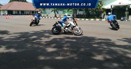 rtemagicc_instruktur-yamaha-riding-academy-naik-xabre-saat-lomba-gymkhana-jambore-nasional-ke2-yra